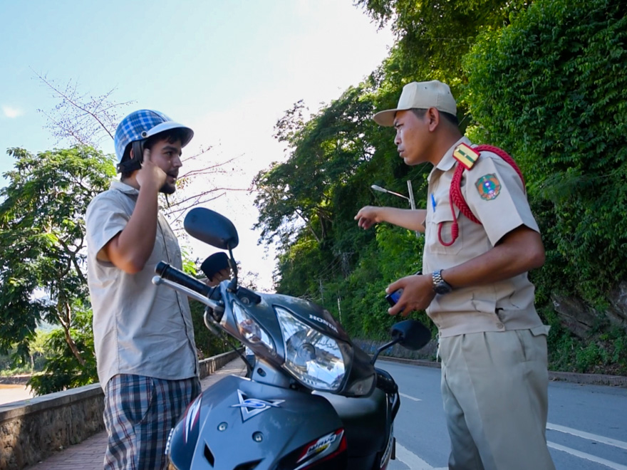 corrupt-police-laos-2-1
